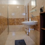 Prízemie kúpelňa